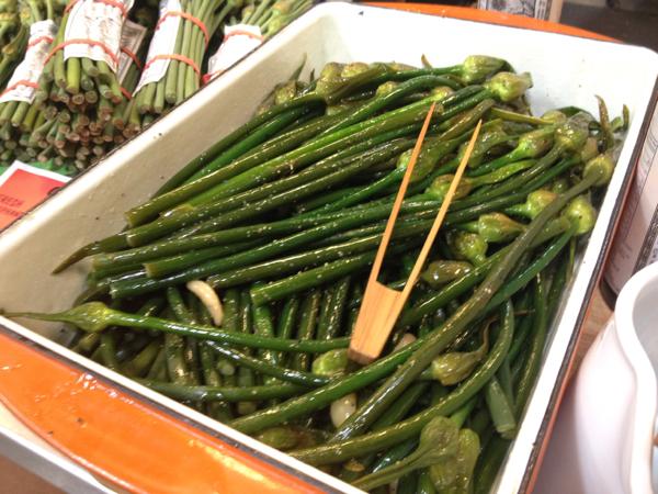 My new favorite vegetable, garlic spears.